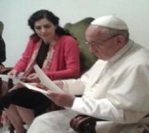 Letícia Sabatella se encontra com o papa Francisco para evitar o Impeachment e vira piada