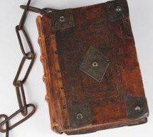 A Igreja Católica encadeava a Bíblia para evitar que as pessoas a lêssem?